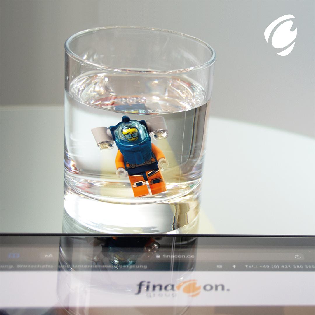 Finacon tauchende Legofigur